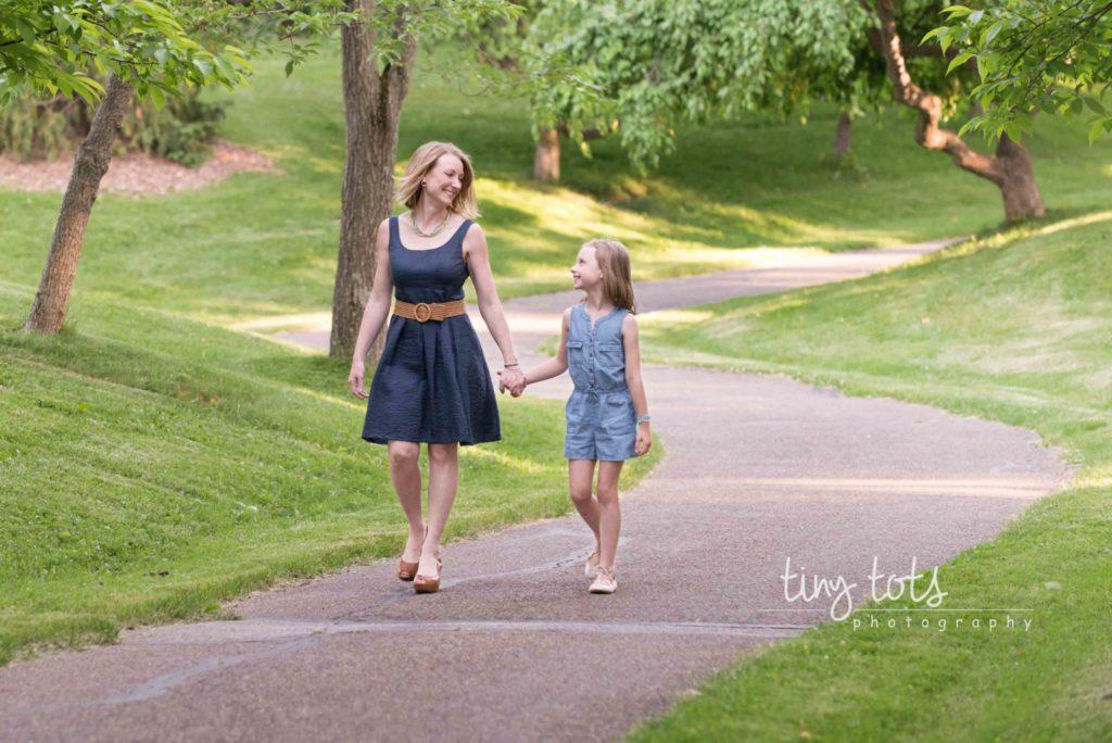 Family photographer in Bath Ohio