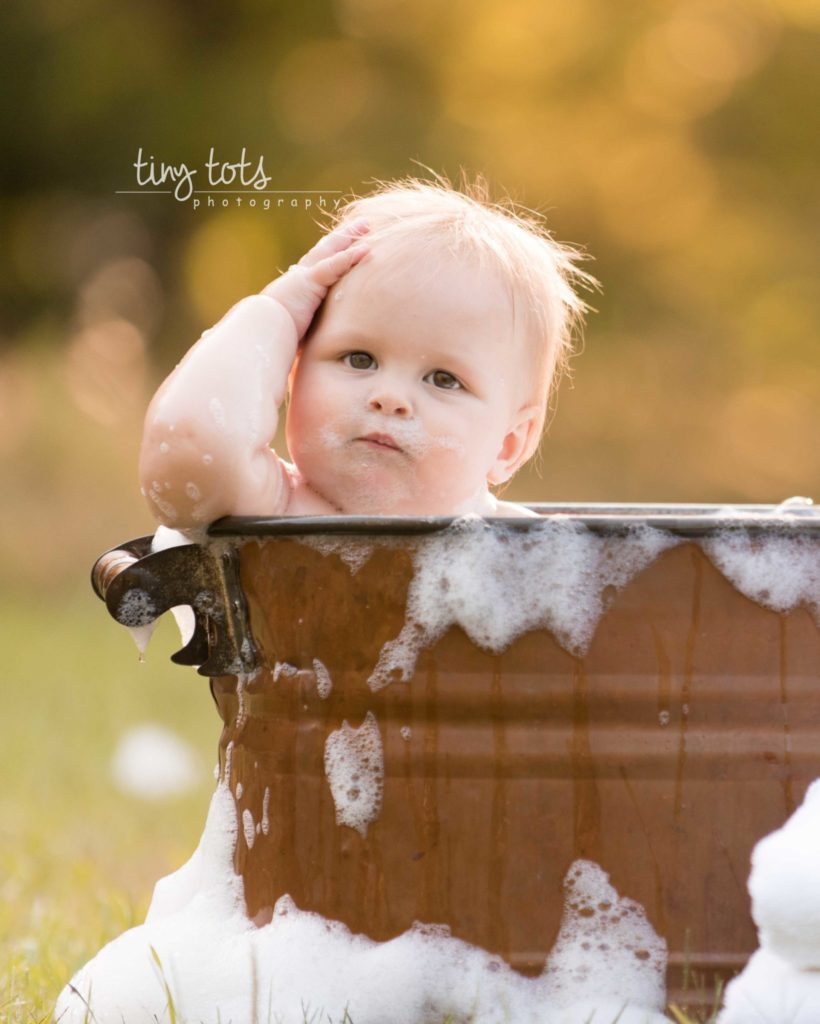 Outdoor Bubble Bath Photo Session