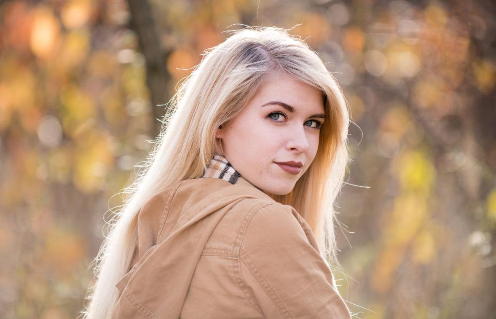 senior girl fall foliage