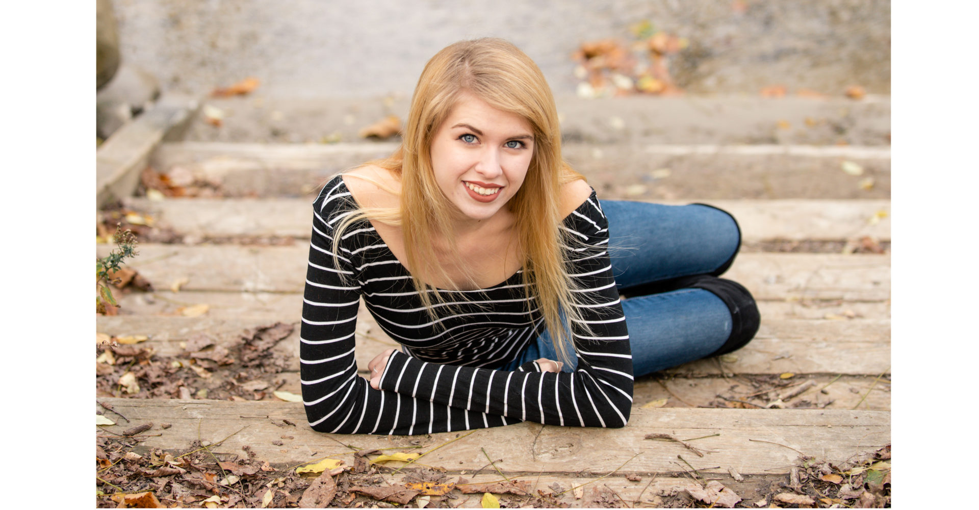senior pictures on stairs