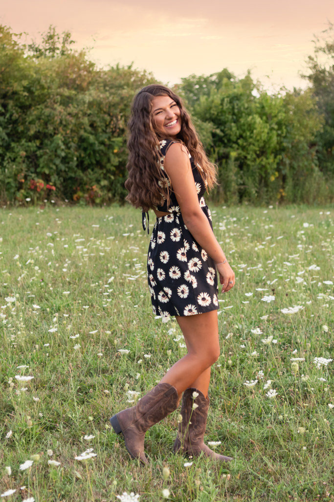 summer senior pictures in a field